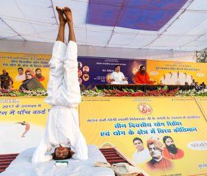 Bhai Jaipal making world record of Shirshashan (2)