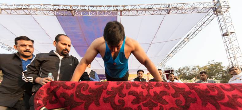 Rohtas making World Record of Pushup (2)